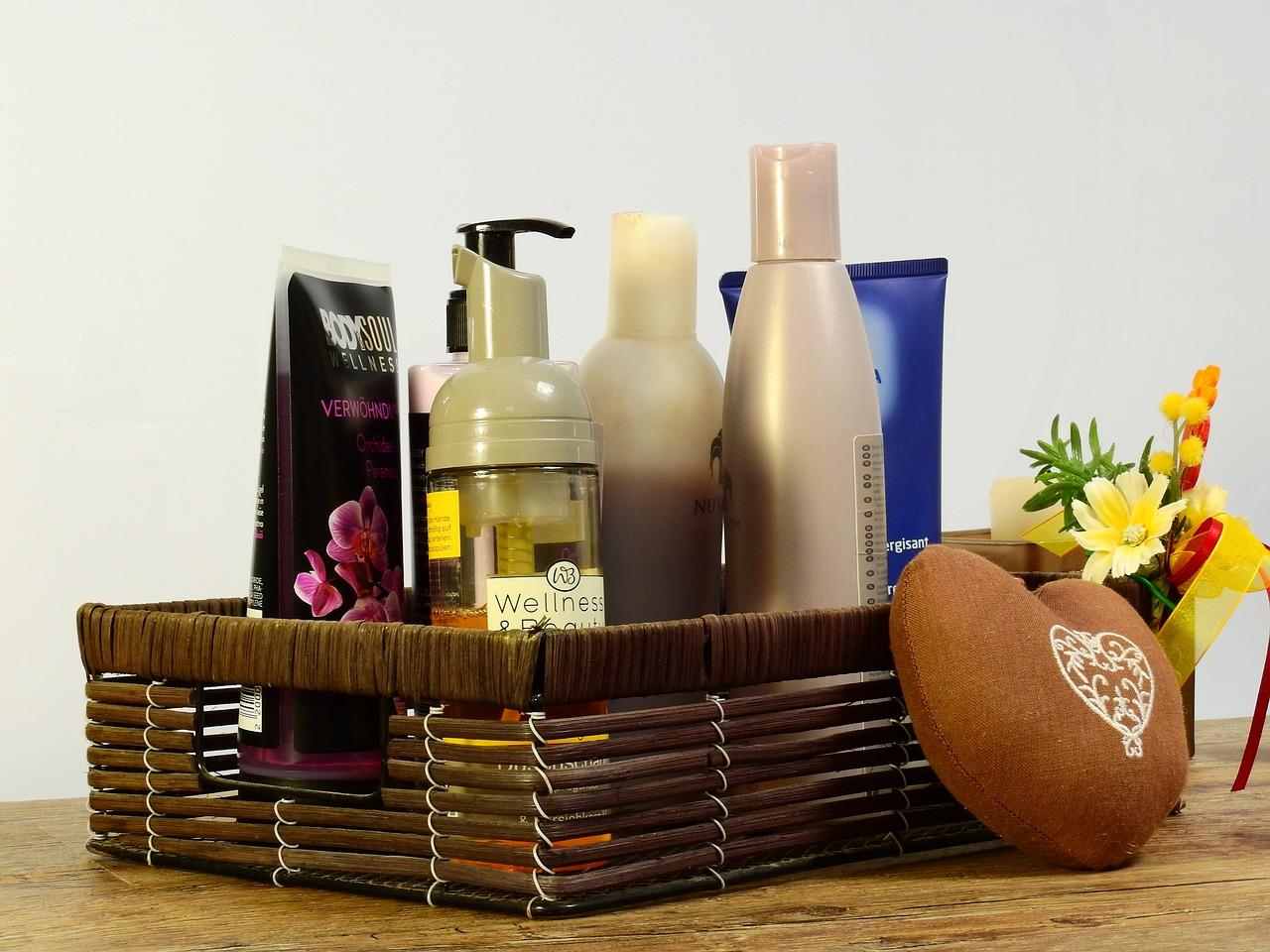 cosmetics-2389779-1280.jpg
